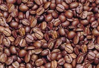 hombre_granos_cafe.jpg